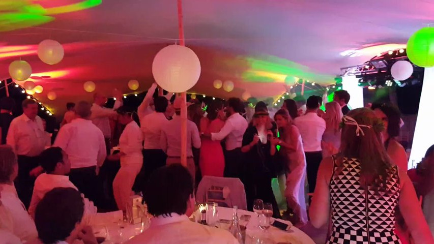 flash mob dans un mariage l 39 h tel restaurant le servella amplitubes vid o. Black Bedroom Furniture Sets. Home Design Ideas